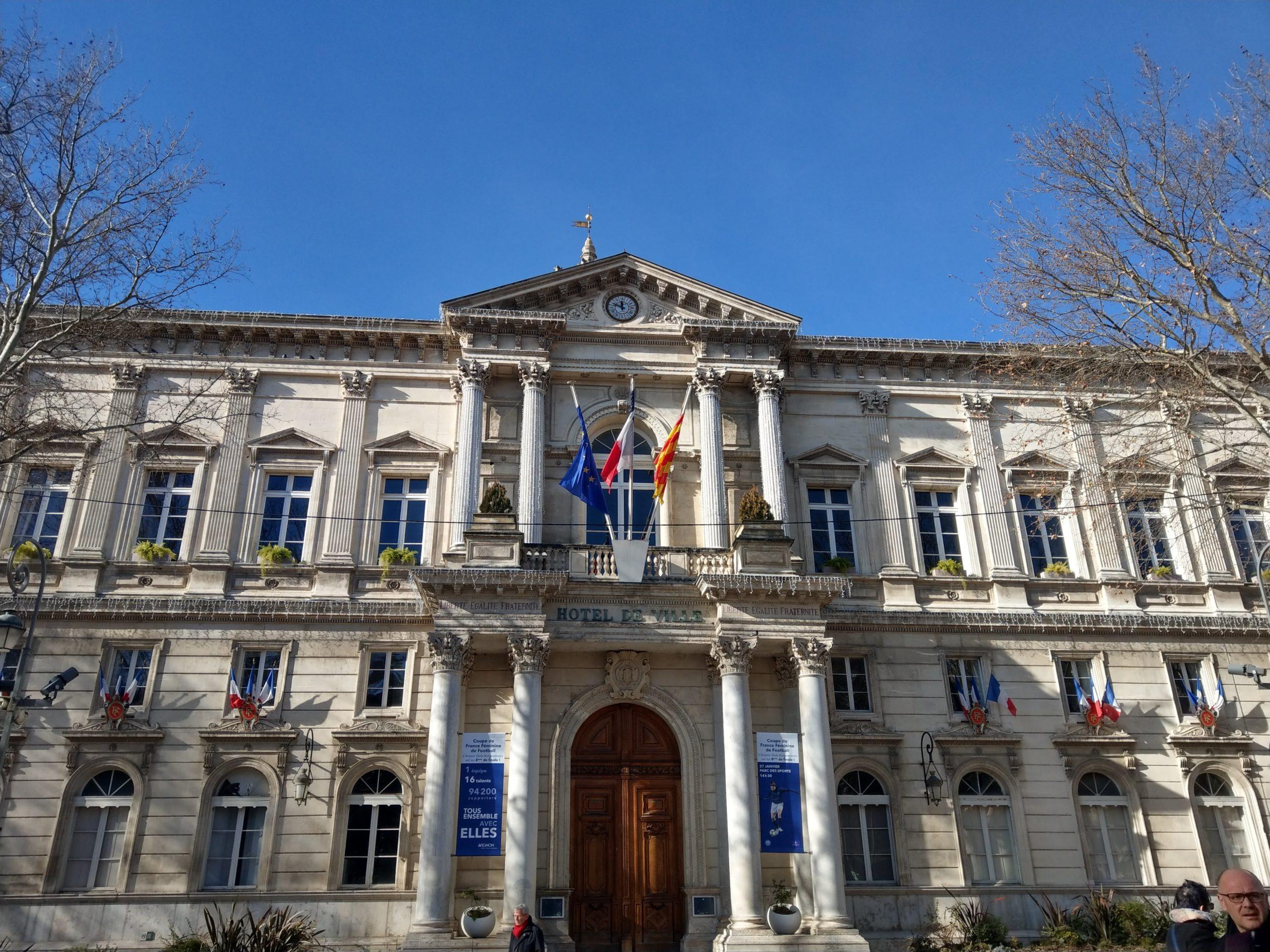 L'Hôtel de Ville d'Avignon a un petit air antique.