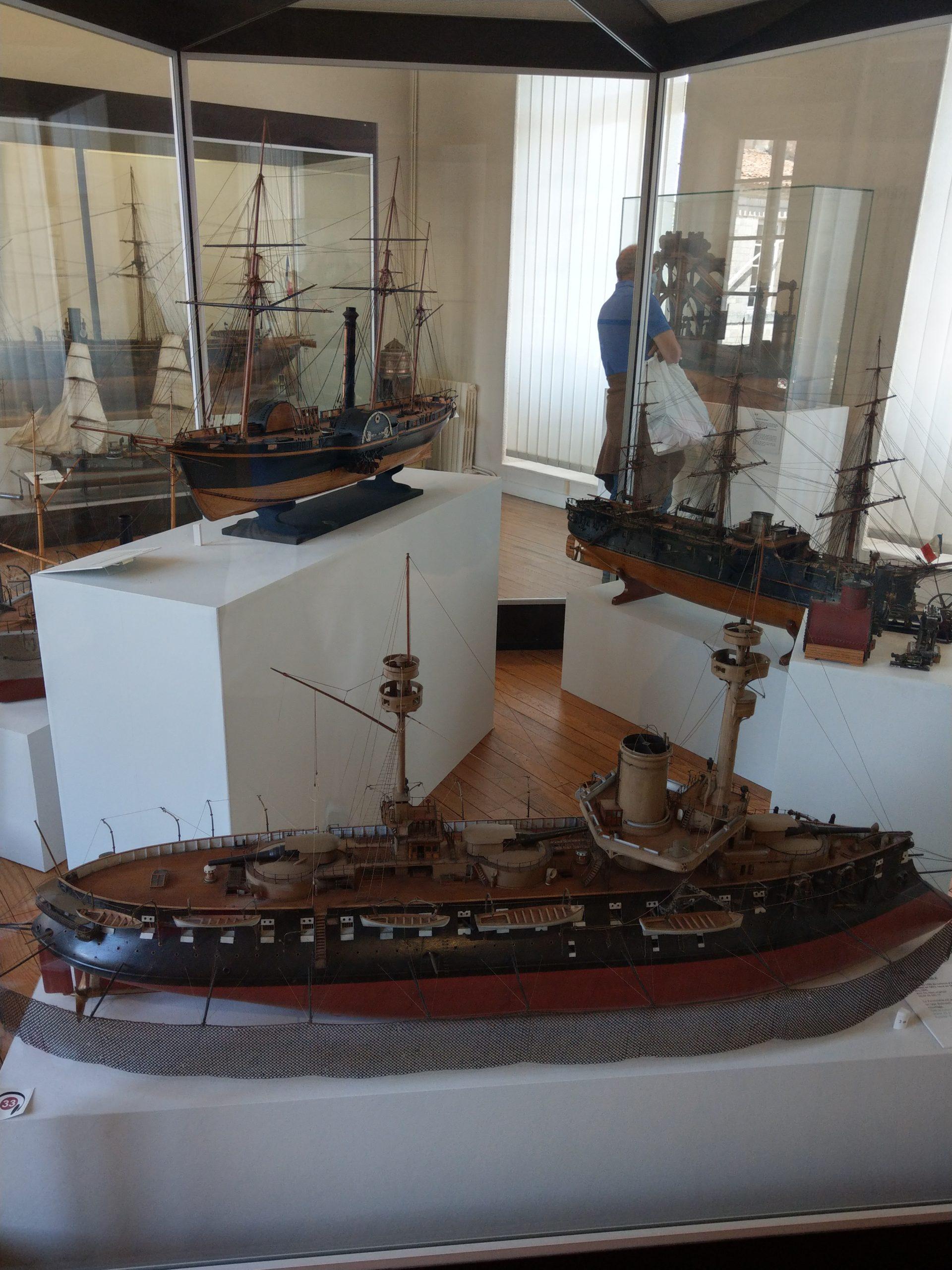 Maquettes de cuirassés à vapeur exposées Rochefort