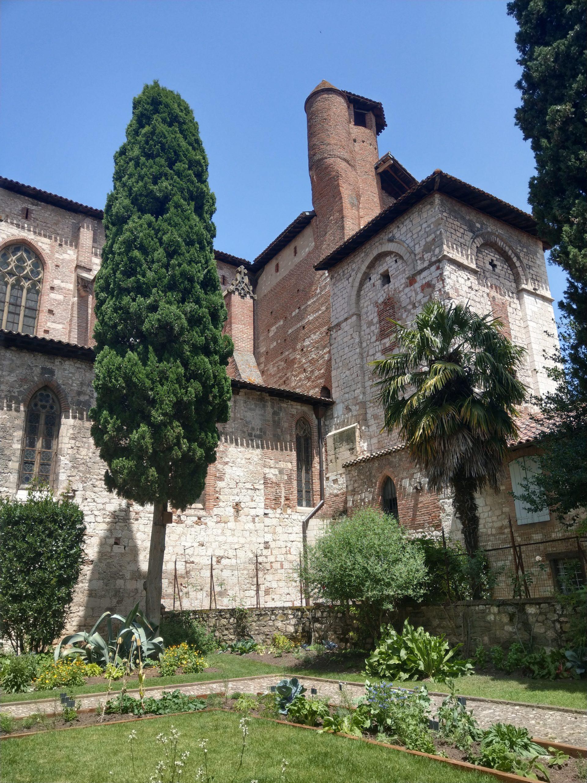La cour intérieur de la Collégiale Saint-Salvi d'Albi